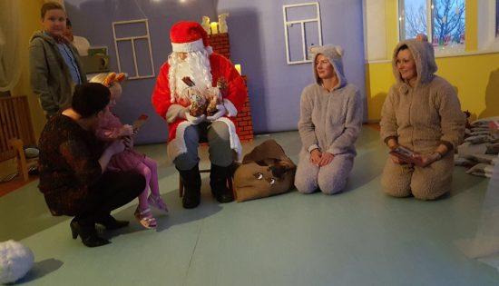 Ziemassvētki  lāču mājā!