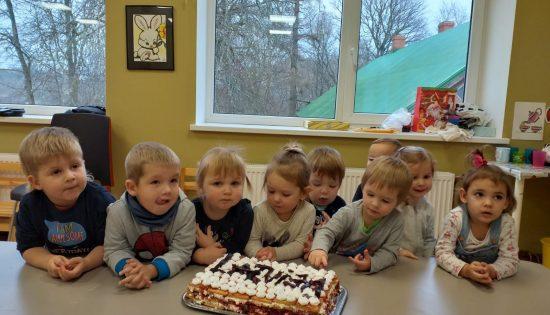 Dzimšanas dienās jāēd kūkas!
